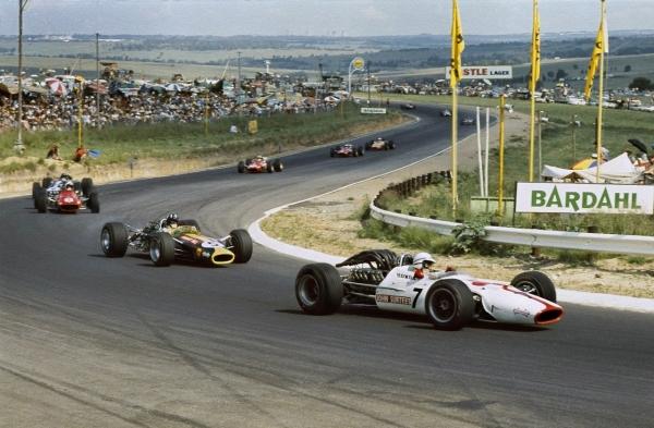 kyalami68-Surtees.jpg