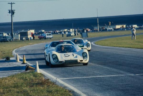 24h-de-Daytona-1968-Schlesser-Buzzetta-Eric-Della-Faille-2.png
