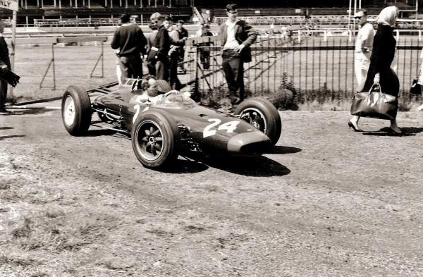 Flickr-john_surtees__great_britain_1962__by_f1_history-d6om3c0.jpg