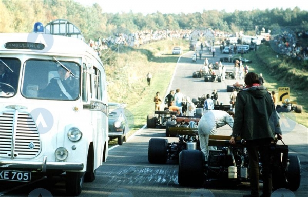 BRANDS HATCH 1971 VRace.jpg