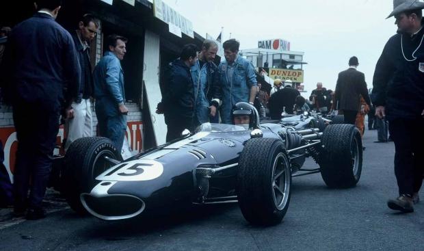 Dan-Gurney-Zandvoor-1967-Pits.jpg