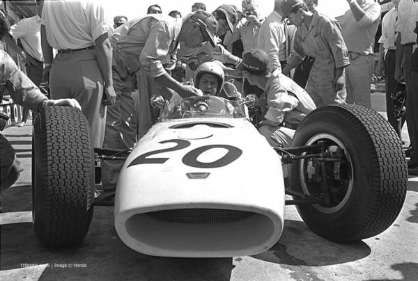 1964-buck-nurb-hond-15-886x598.jpg