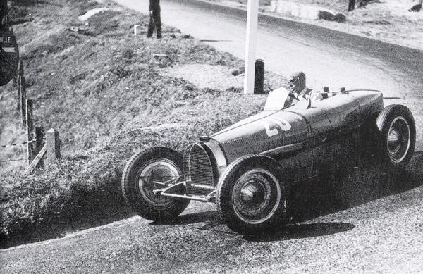Dieppe 1935 autos.jpg