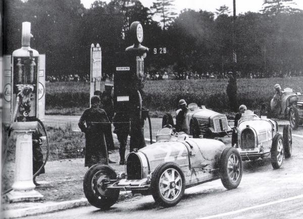 Dieppe 1932 Autos.jpg