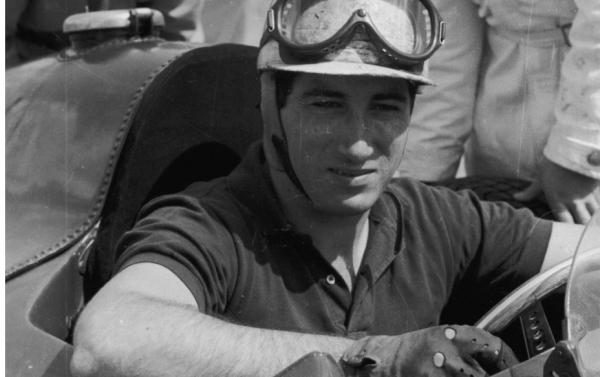 Alfonso-de-Portago-su-Ferrari-D50.jpg